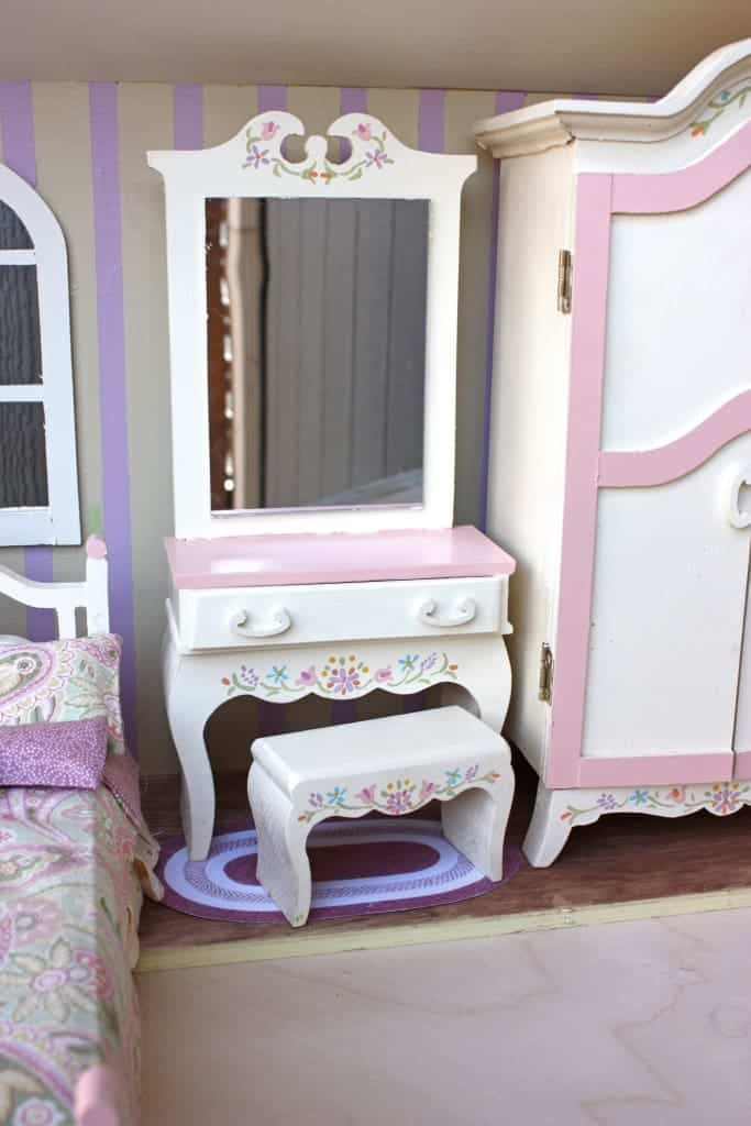 Make like this painted version or build in hardwoods