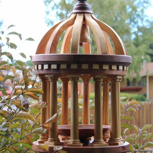 A woodworking plan to build an Italian style bird feeder