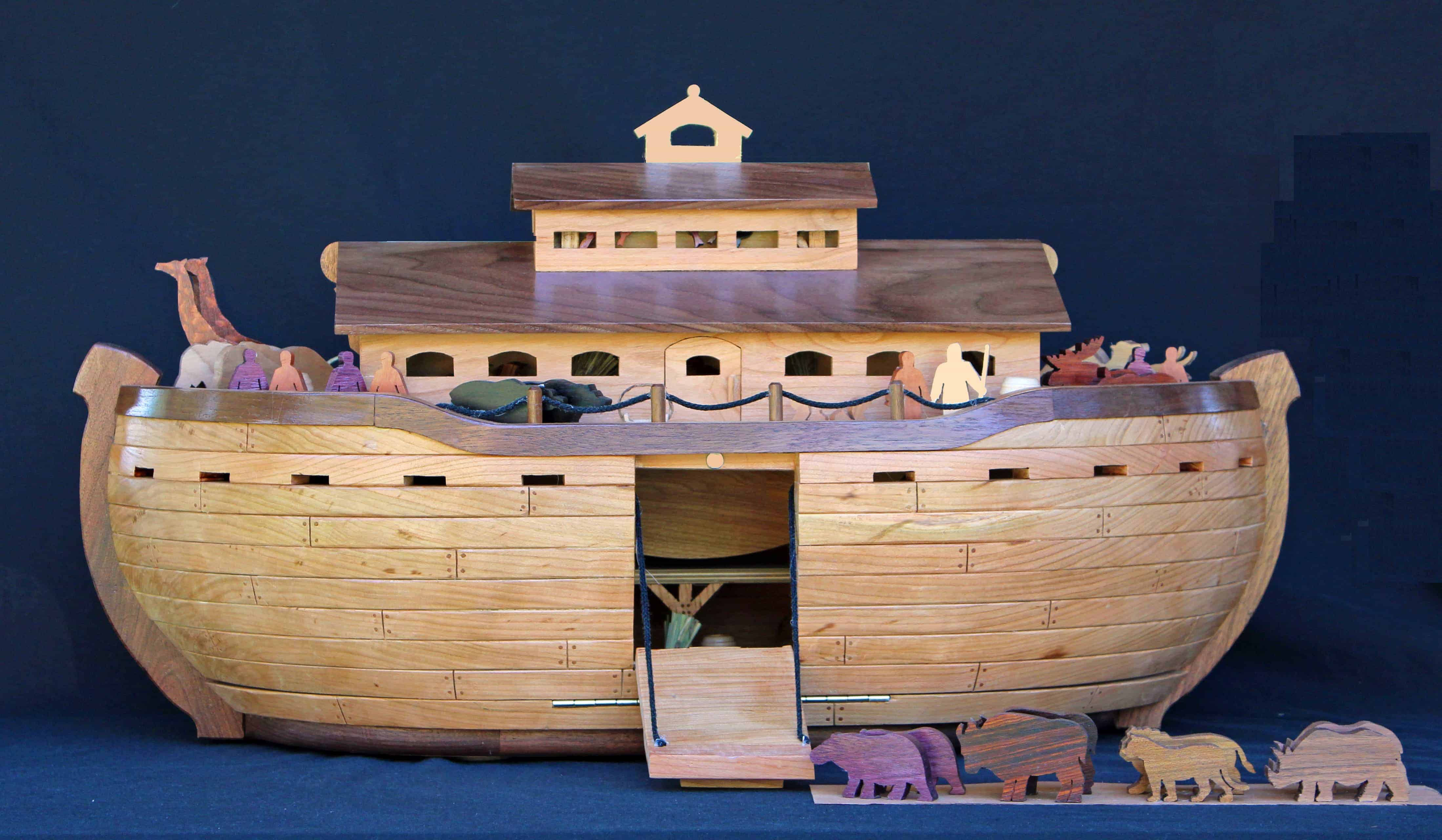 Front view of Noah's Ark with the side closed and door ...
