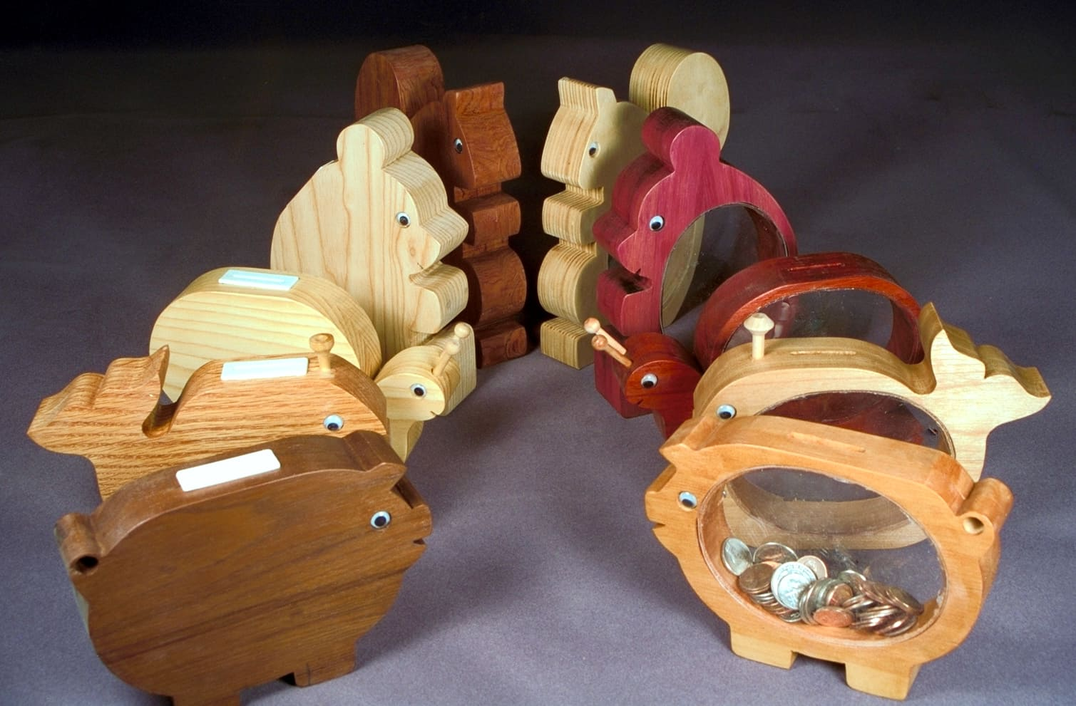 Make easy gifts from woodworking plan. Wood banks encourage savings