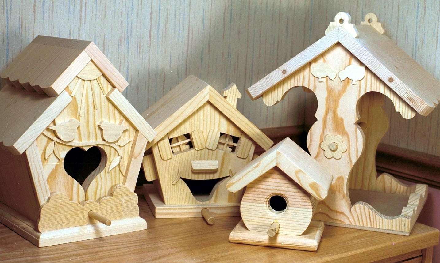 Four woodworking plans for birdhouses and a feeder. Full size plans for houses for the yard or ...