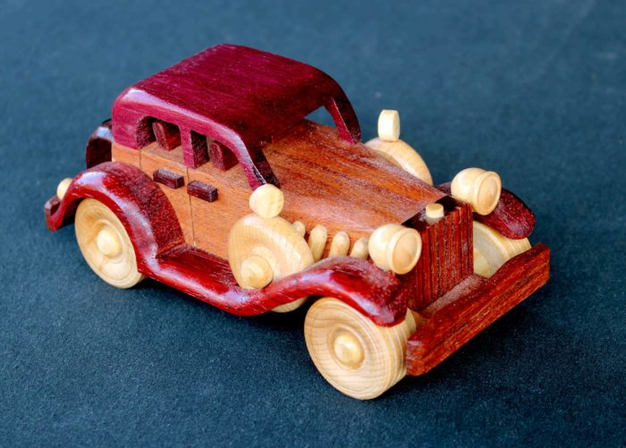 Car wood plan from a large woodworking plan package