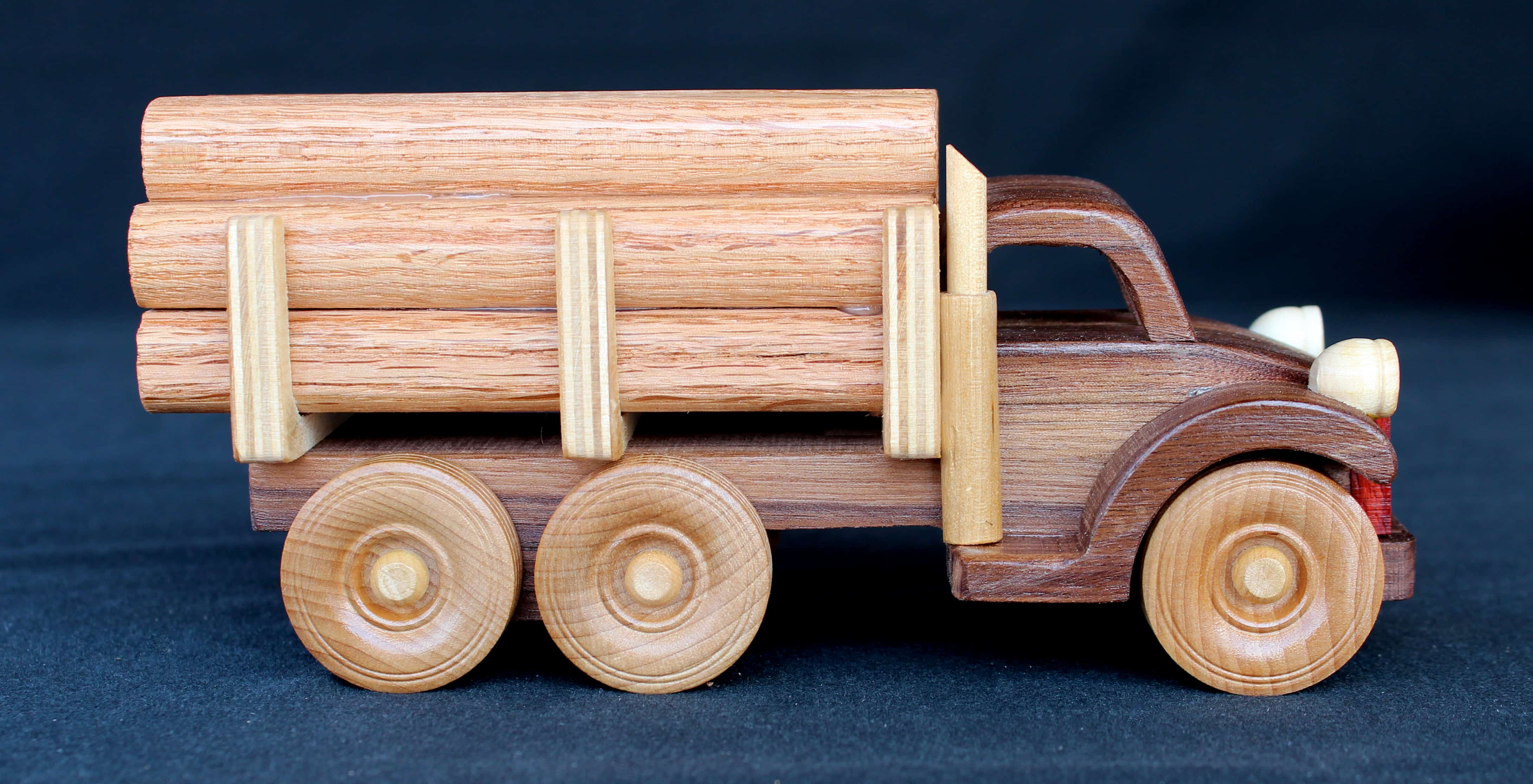 Log Truck woodworking plan from the Plump'N'Tuff set