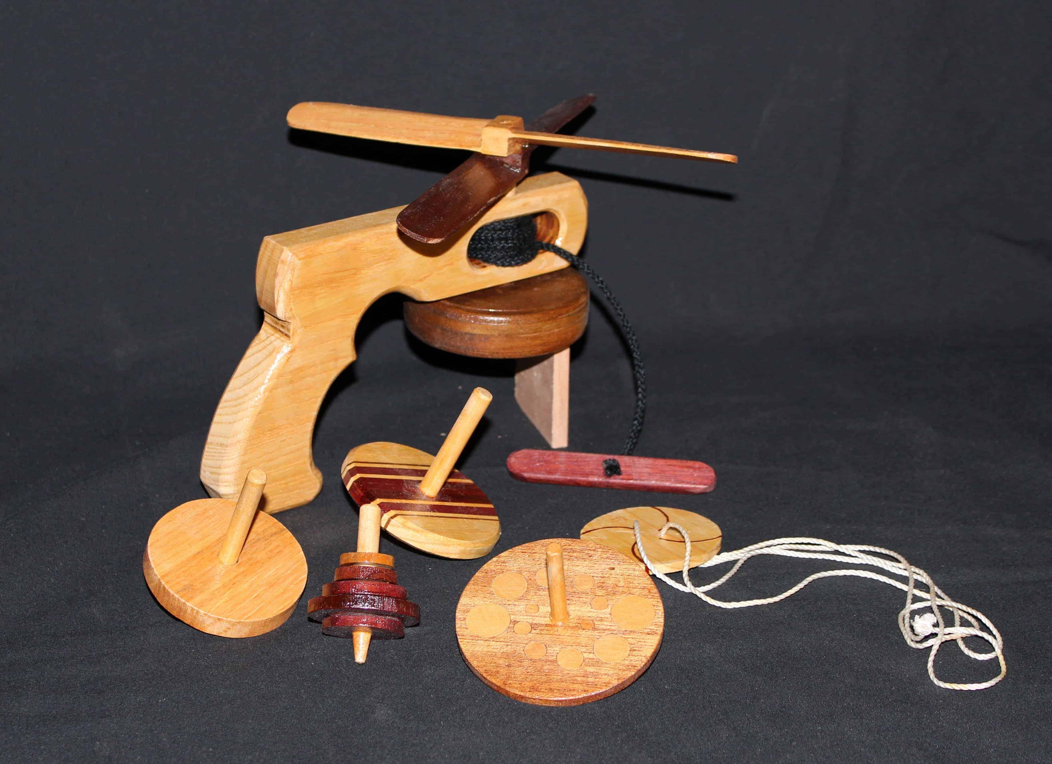 Woodworking plans of fun, easy to make wood novelites. A bonus of Christmas ornaments.