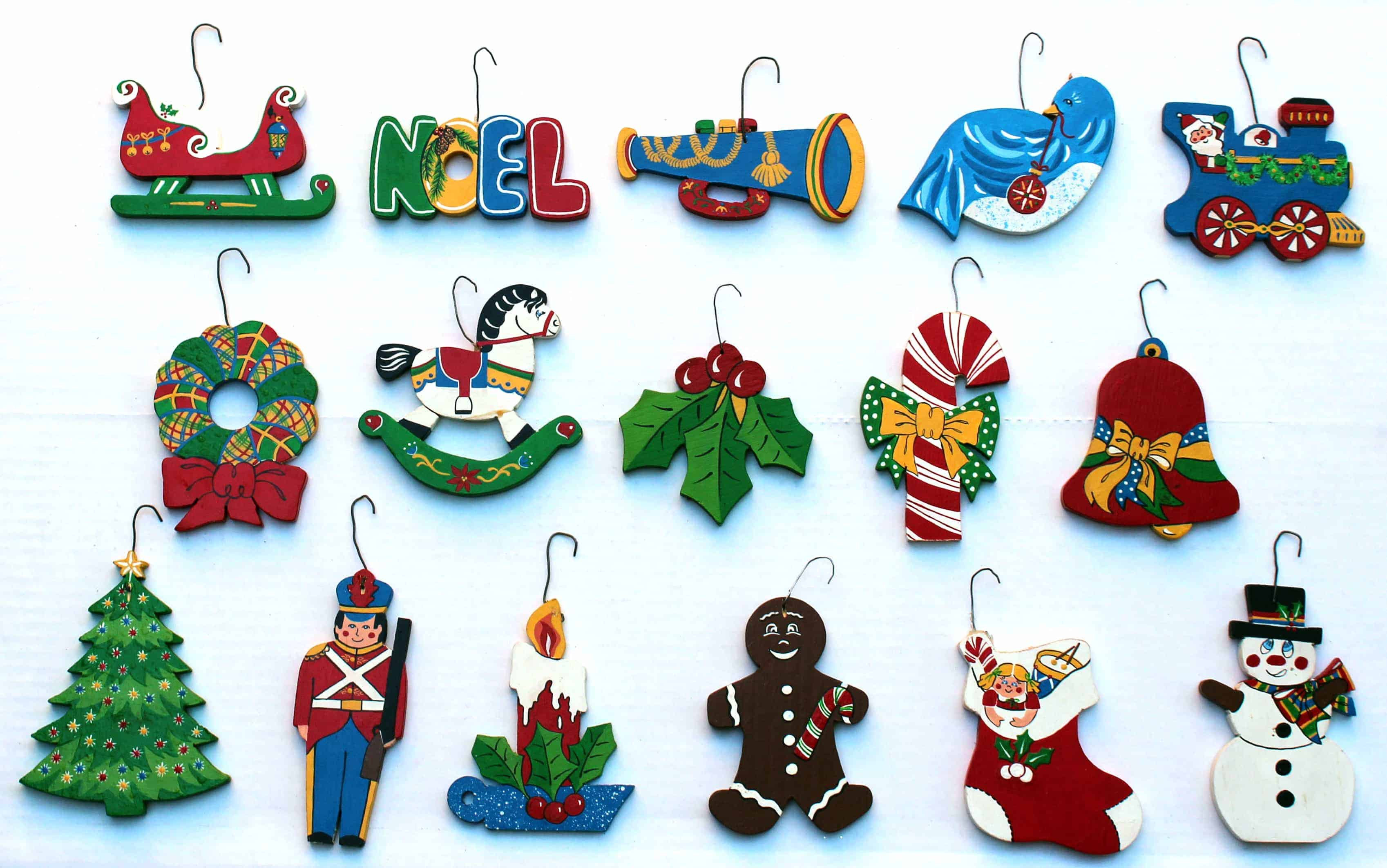 an easy wood product for the christmas tree or hang along the mantel