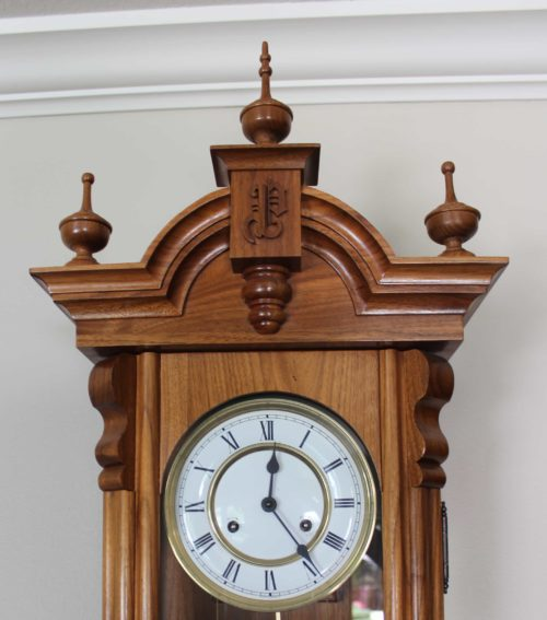 Top of Vienna Regulator wall clock woodworkilng plan
